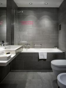 A bathroom at MOODs boutique hotel