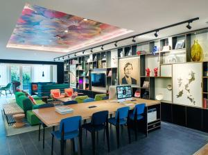 A restaurant or other place to eat at citizenM Amstel Amsterdam