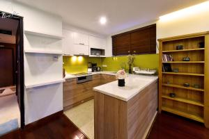 A kitchen or kitchenette at ALI House