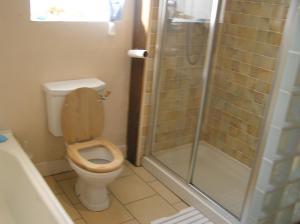 A bathroom at Monzie Villa