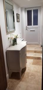 A bathroom at La cachette