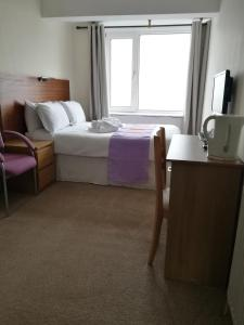 A bed or beds in a room at Westleigh
