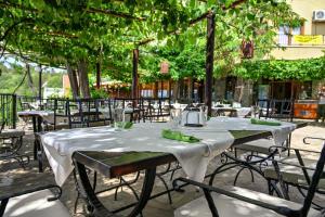 Ресторант или друго място за хранене в Complex Chayka Guest House