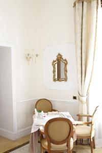 Ein Restaurant oder anderes Speiselokal in der Unterkunft Hotel Villa Pinciana