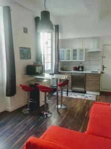 A kitchen or kitchenette at La Maison de Valentino