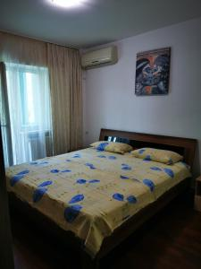 A bed or beds in a room at Sea View Noblesse Apartment Constanta