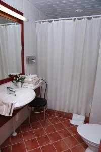 Ein Badezimmer in der Unterkunft Draakon Hotel