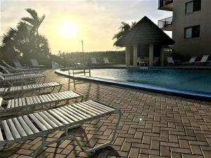 The swimming pool at or close to Sea Winds at Marco Island, Florida