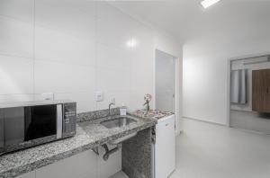 A kitchen or kitchenette at Mar e Mar Florianópolis