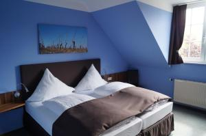 A bed or beds in a room at Bio-Weingut, Gästehaus und Kräuterhof