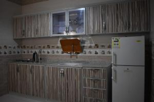 A cozinha ou cozinha compacta de Hams Alsihab Aparthotel