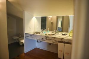 Uma casa de banho em Hotel Casa da Nora