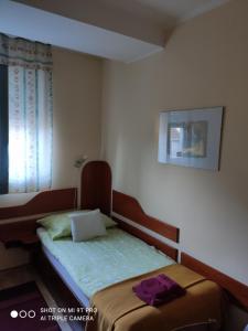 A bed or beds in a room at Szent György Fogadó