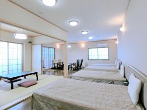 A bed or beds in a room at Yurakuan Miyazaki