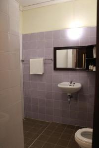 A bathroom at Hotel Khamvongsa
