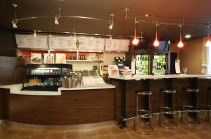 The lounge or bar area at Courtyard by Marriott Dayton North