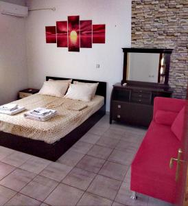A bed or beds in a room at Deja-Vu Apartments