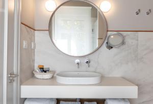 A bathroom at Hotel Artaza