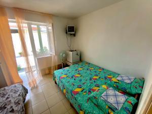 Кровать или кровати в номере Guesthouse Haralampos
