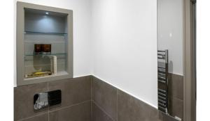 A kitchen or kitchenette at Finchley Modern Studio Apartments M