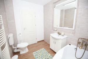 A bathroom at Casa din Deal
