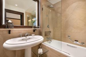 A bathroom at Hyatt Paris Madeleine