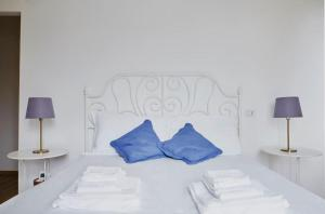 A bed or beds in a room at Relais Santa Caterina