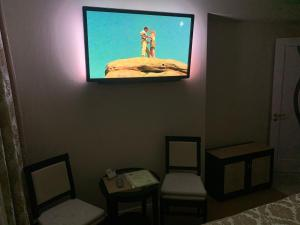 A television and/or entertainment centre at Mini-hotel Barskiy