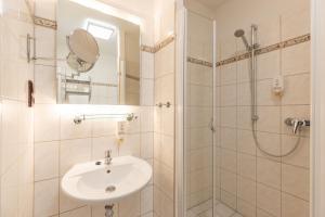 Koupelna v ubytování Active & Wellness Hotel Subterra