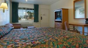 A bed or beds in a room at Orange Show Inn