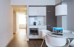 A kitchen or kitchenette at Brera Serviced Apartments Frankfurt Oper