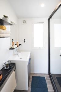 A bathroom at Camping de la Dune