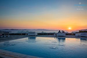 Basen w obiekcie Aeolos Resort lub w pobliżu