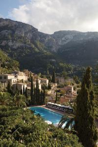 Widok na basen w obiekcie La Residencia, A Belmond Hotel, Mallorca lub jego pobliżu