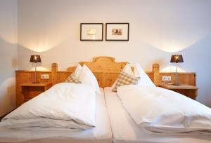 A bed or beds in a room at Aparthotel Stadler