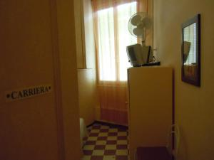 Télévision ou salle de divertissement dans l'établissement Cadoro