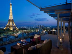 Um restaurante ou outro lugar para comer em Shangri-La Hotel, Paris