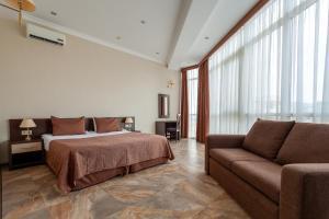 Кровать или кровати в номере Экодом Black Sea