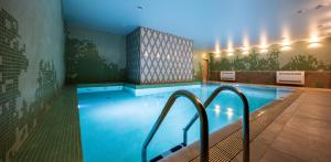 Бассейн в Hotel Indigo St.Petersburg- Tchaikovskogo, an IHG Hotel или поблизости