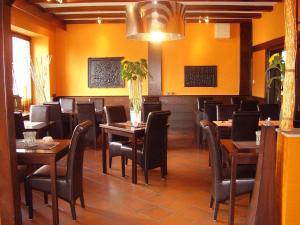 Ein Restaurant oder anderes Speiselokal in der Unterkunft Hotel Brasserie Typisch