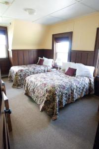 A bed or beds in a room at Prince of Wales Hotel