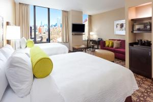 A bed or beds in a room at Fairfield Inn & Suites by Marriott New York Midtown Manhattan/Penn Station