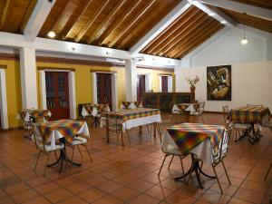 A restaurant or other place to eat at Hotel Cacique Real