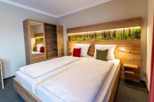 Ein Bett oder Betten in einem Zimmer der Unterkunft Landgasthof Hagen