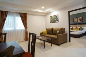 A seating area at Mac Boutique Suites