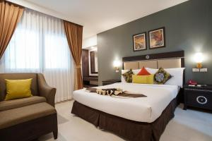 A bed or beds in a room at Mac Boutique Suites