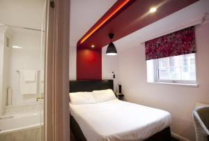 A bed or beds in a room at St James Hotel; BW Premier Collection