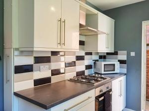 A kitchen or kitchenette at HUGE beautiful house available for Guests and Contractors Parking wifi