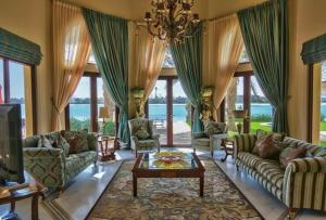A seating area at 7 Bedroom Beachfront Estate Sleeps 16