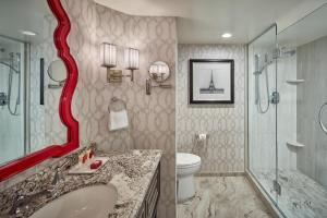 A bathroom at Paris Las Vegas Hotel & Casino